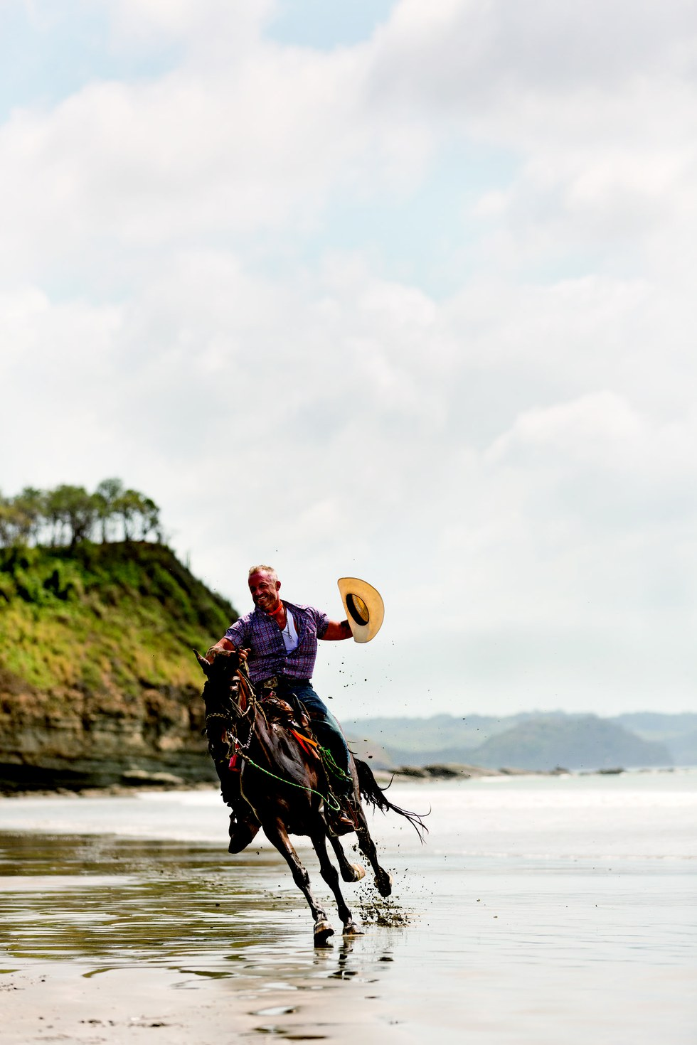 Nick Haven from Rancho Chilamate riding on Playa El Yankee