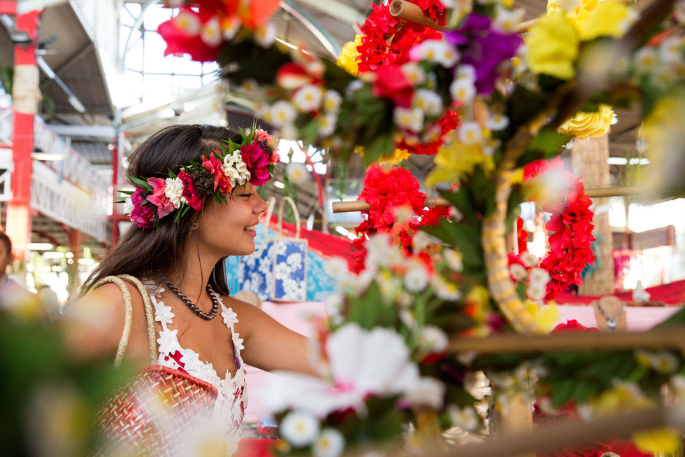 Shopping at the colorful March\u00e9 de Papeete