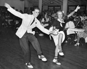 an history of the jazz era in the 1920s and the swing era in the 1930s Swing music, or simply swing, is a form of popular music developed in the united states that dominated in the 1930s and 1940s the name swing came from the 'swing feel' where the emphasis is on the off–beat or weaker pulse in the music.