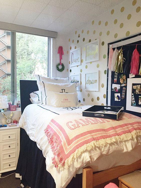 Small Dorm Room: 12 Ways To Get A Pinterest-Worthy Dorm Room