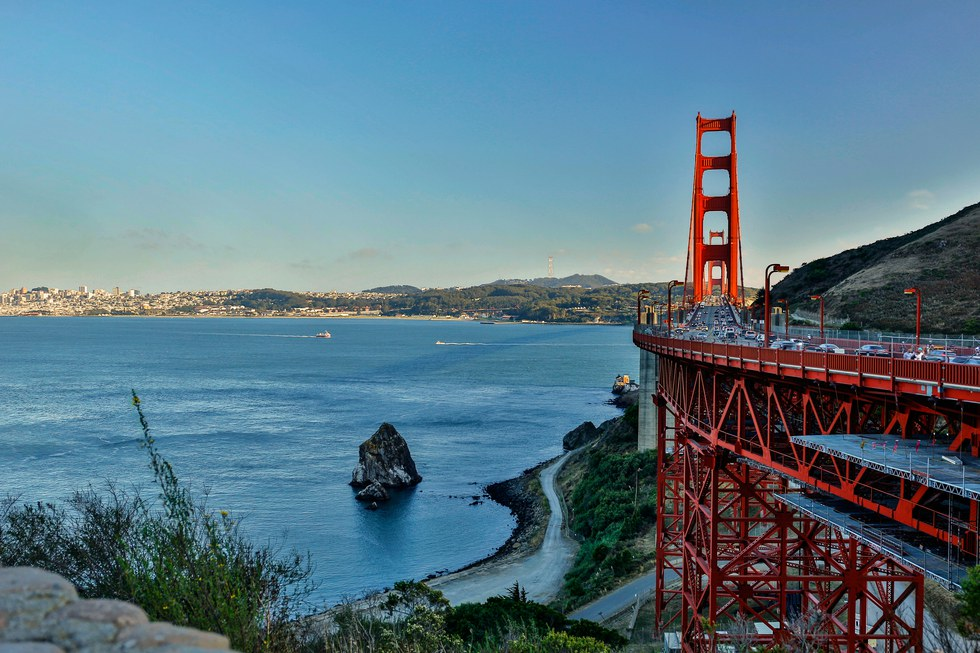 Golden Gate Bridge overlooking the water