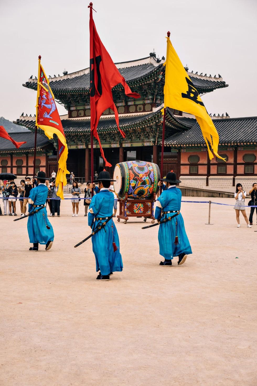Royal guard at Gyeongbokgung Palace