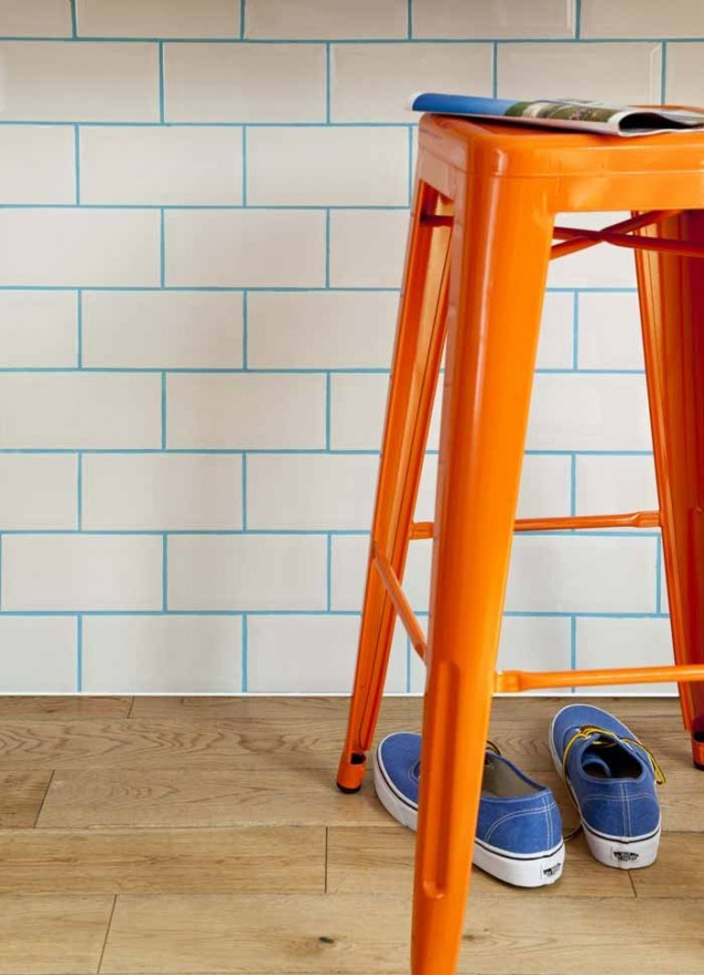 http://www.thedesignsheppard.com/wallcoverings/updating-tiles-coloured-grout#sthash.AxX3LKSJ.dpbs