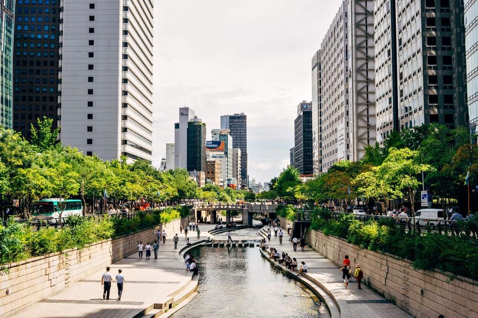 Man-made Cheonggyecheon streams