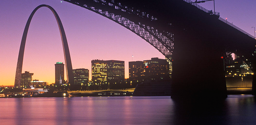 view of the St. Louis Arc at sunset.