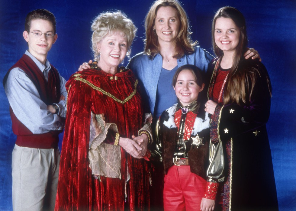 the cromwell witches give you the halloween spirit in all four halloweentown movies - Halloween Movies About Witches
