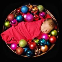 Dec24: Baby's first Christmas--cute! Aha, so we meet again