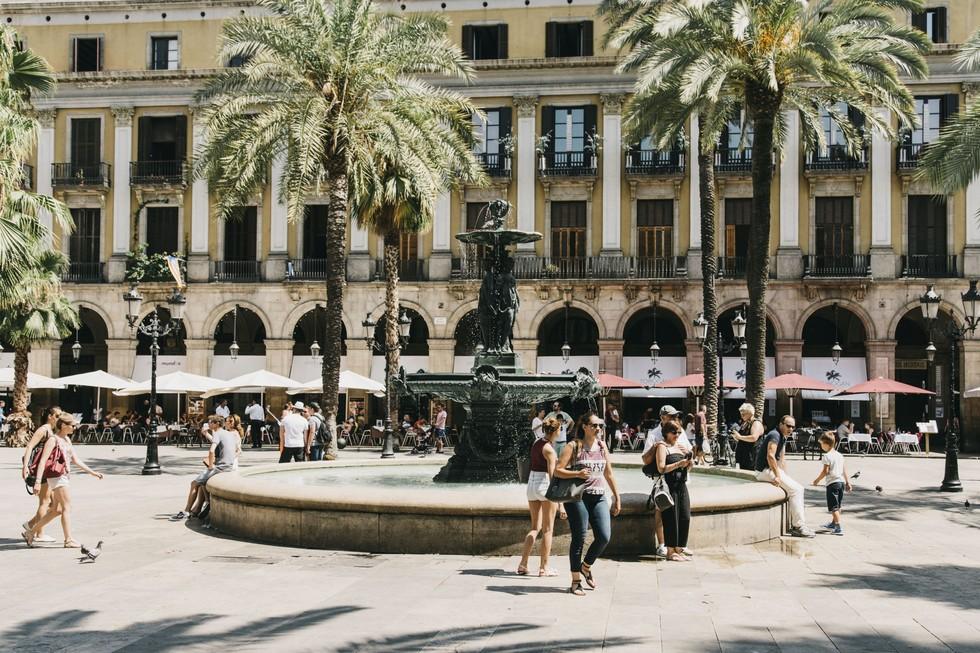 The Plaça Reial fountain