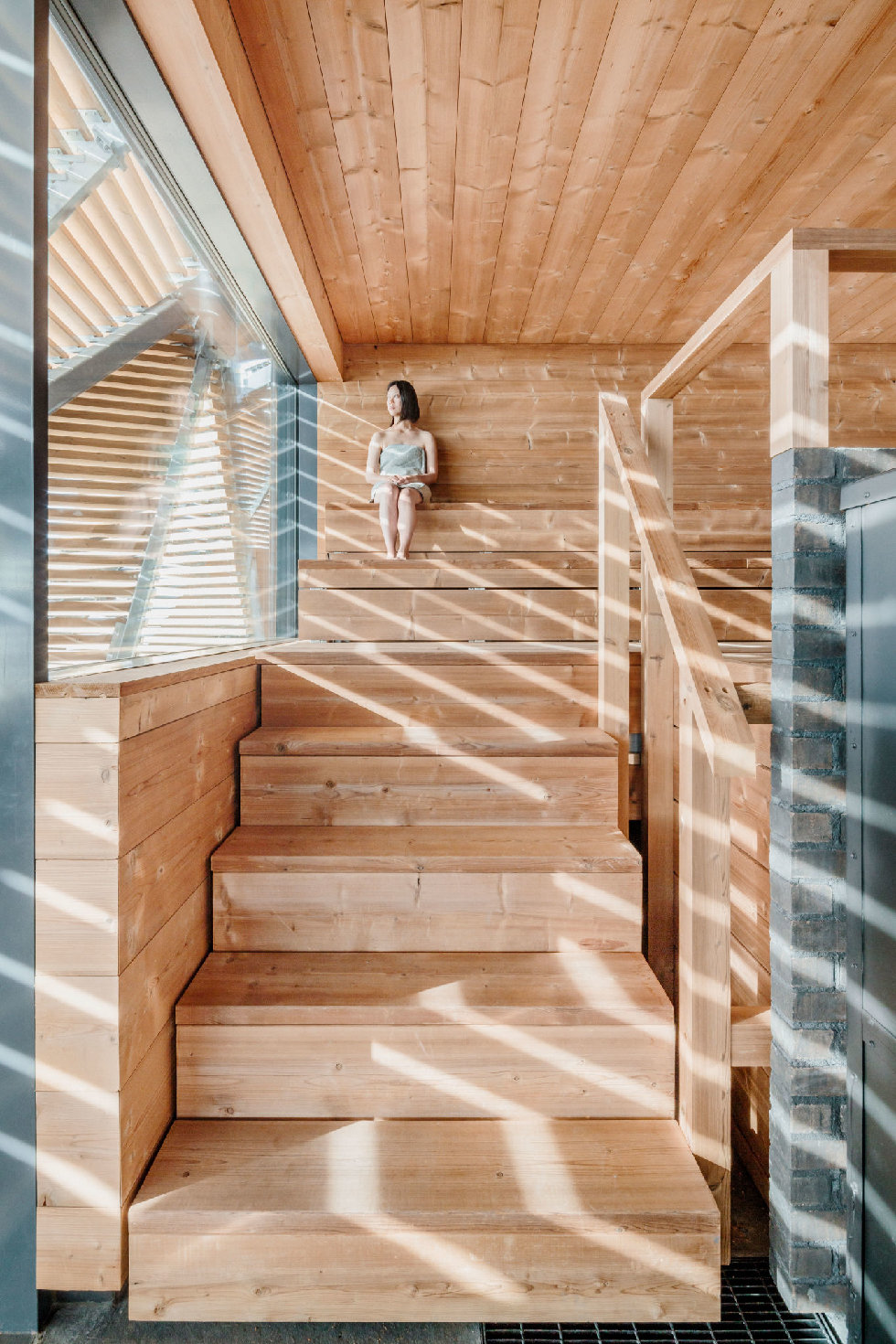 L\u00f6yly's chic and sustainable wooden slat design