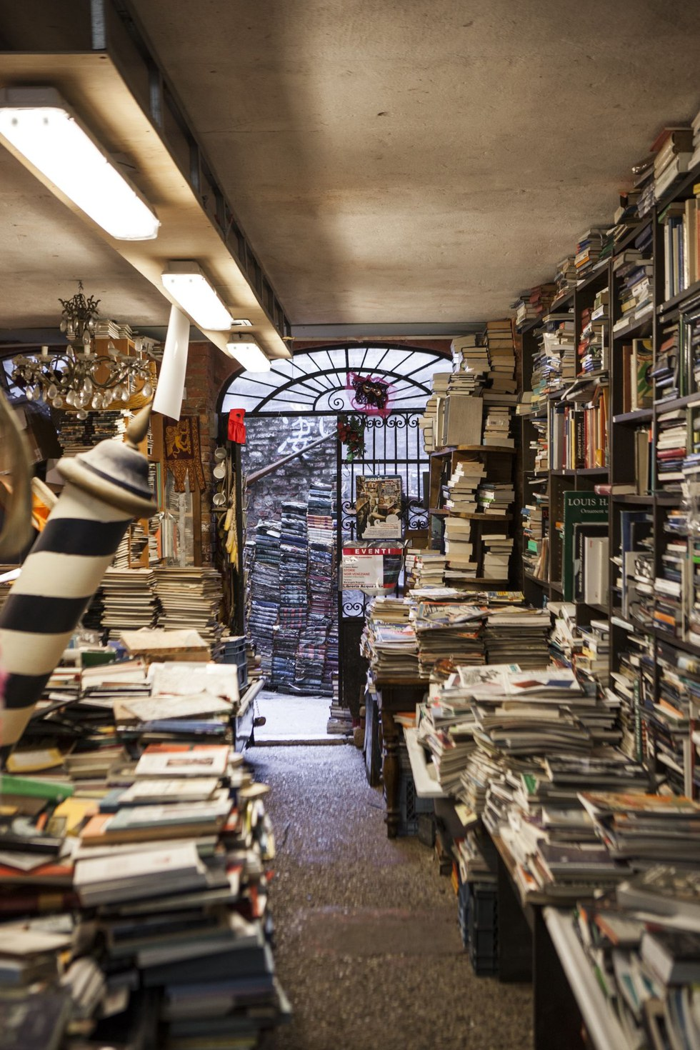 The inspired clutter at Libreria Acqua Alta