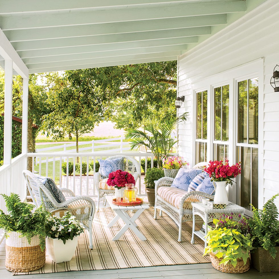 Decor outdoor design ideas the snug for Outdoor porches and patios