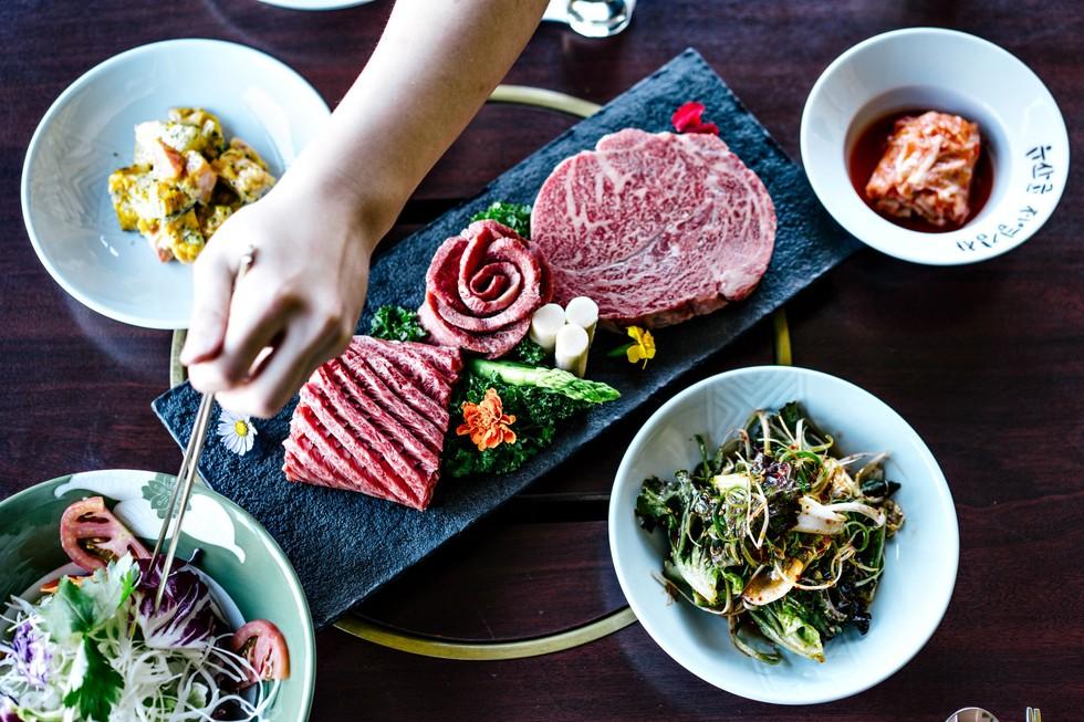 Byeokje Galbi's marbled hanwoo beef