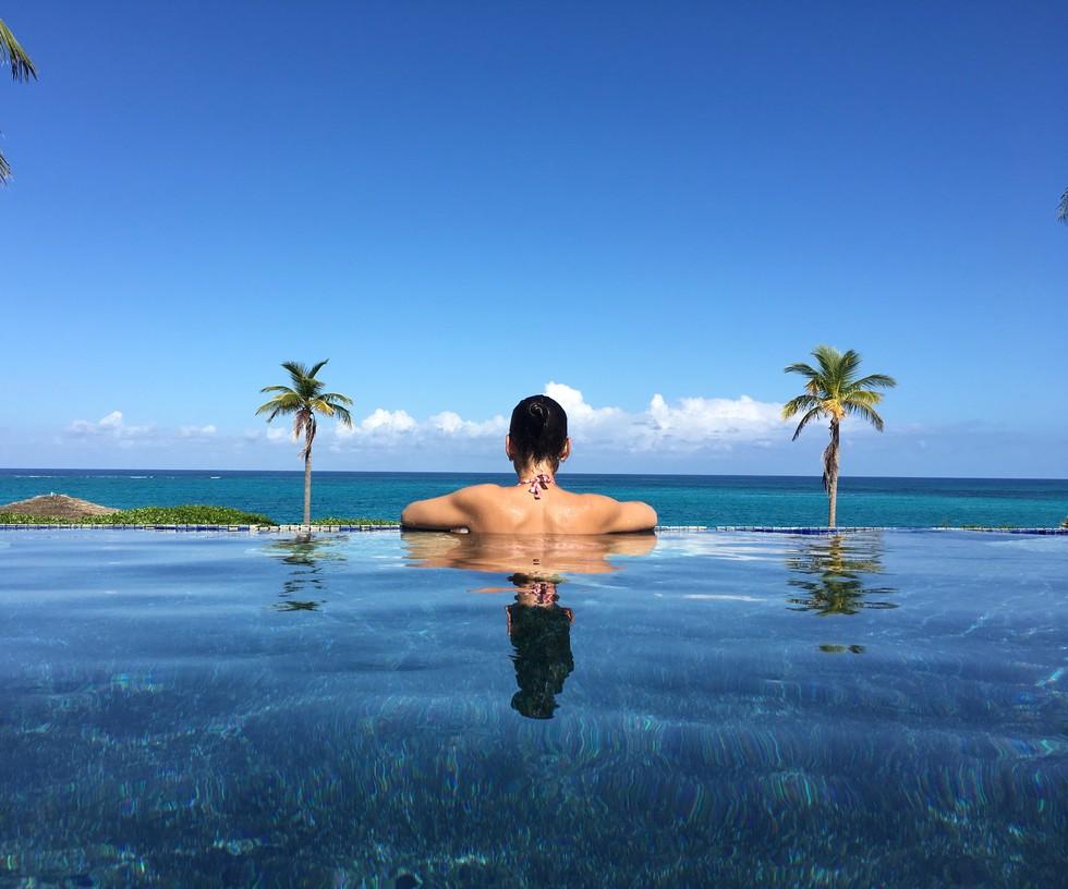 infinity pool overlooking the ocean in the Bahamas