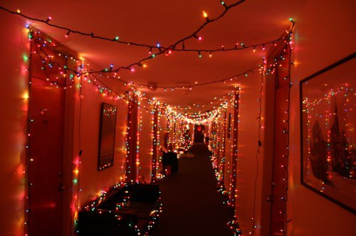 10 Creative Ways To Decorate Your Dorm For Christmas