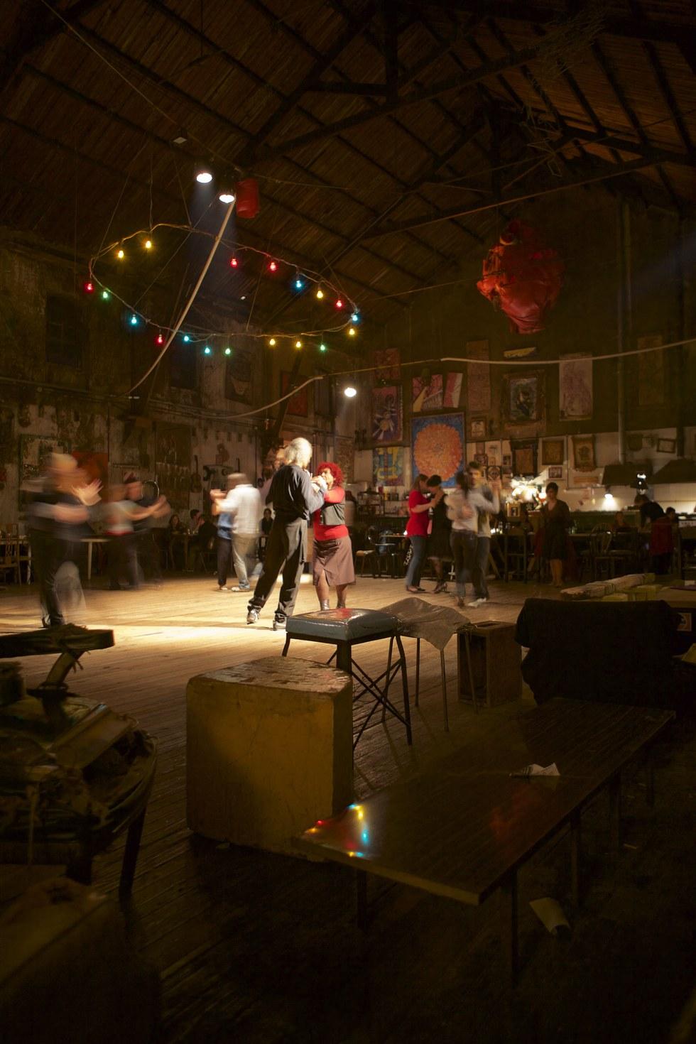 Tango dancers at La Catedral