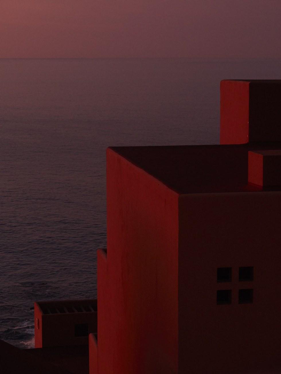 Casting shadows on San Jos\u00e9 del Cabo
